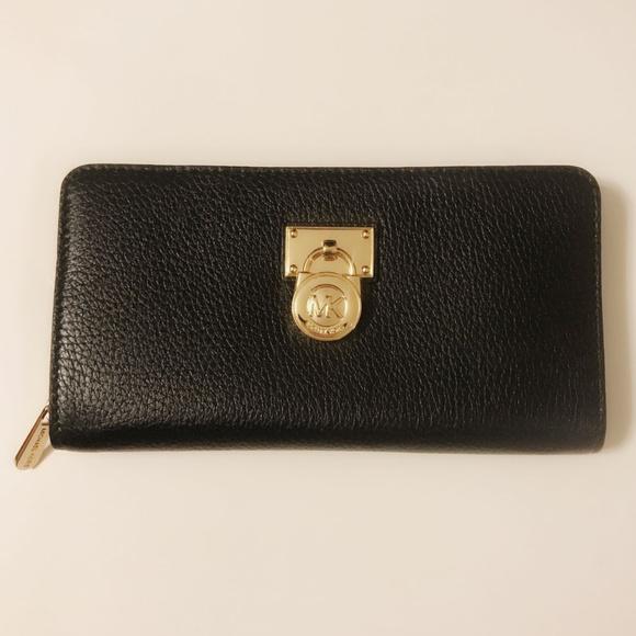 b381d5a68be1 Michael Kors Hamilton Traveler Zip Around Wallet